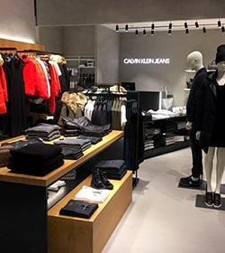 1754ff9775 Praha 1 Calvin Klein Jeans (Palladium Praha) 110 00